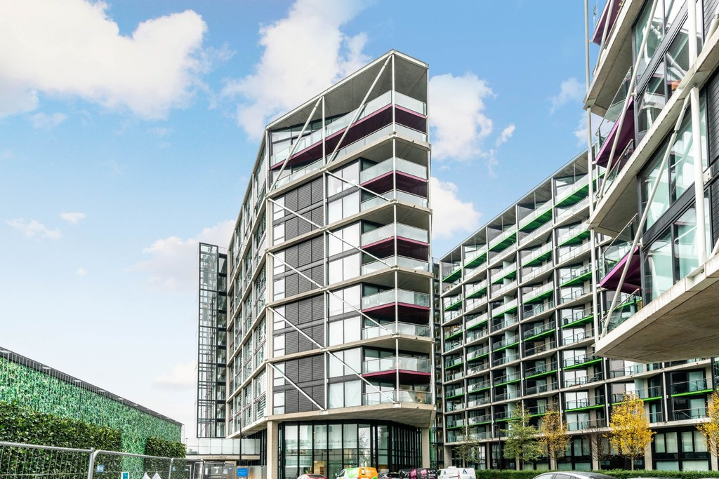 Urban Village Home - Riverlight Quay, London : Image 11