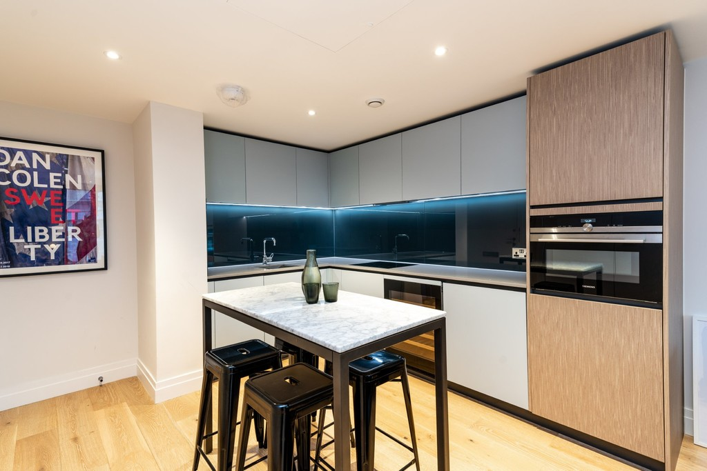 Urban Village Home - Riverlight Quay, London : Image 6