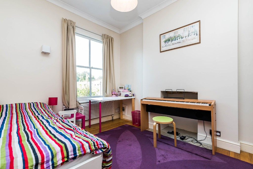 Urban Village Home - Derwent Grove, London : Image 16