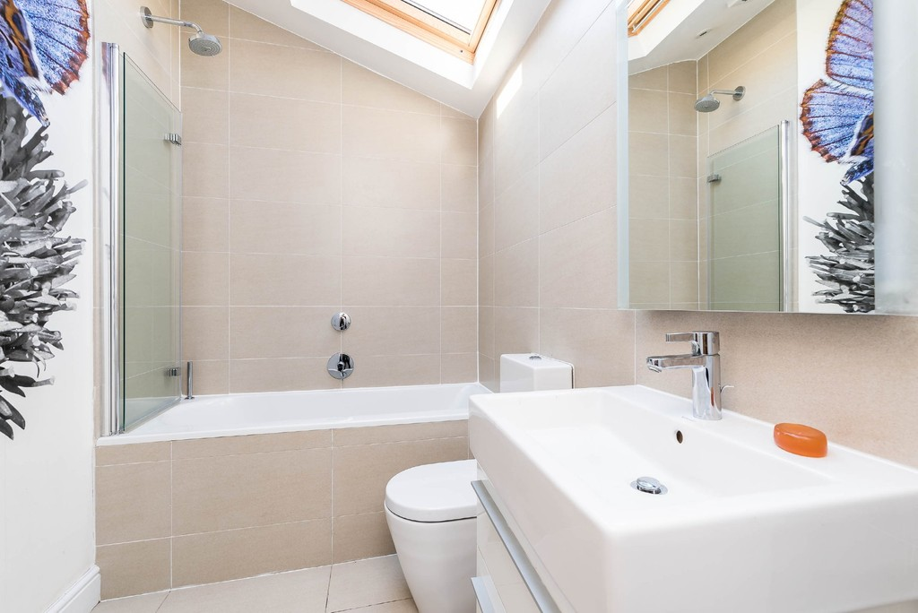 Urban Village Home - Derwent Grove, London : Image 17